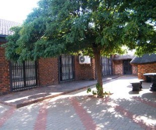 R 950,000 - 3 Bed Home For Sale in Flamingo Park