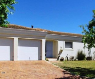 R 2,999,000 - 3 Bed House For Sale in Sunningdale