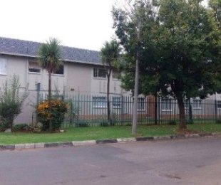 R 500,000 - 2 Bed Flat For Sale in Boksburg West