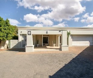 R 3,395,000 - 4 Bed House For Sale in Tara