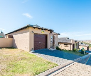 R 1,200,000 - 3 Bed House For Sale in Hartenbos