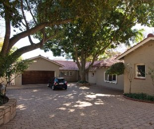 R 15,000,000 - 4 Bed House For Sale in Hyde Park