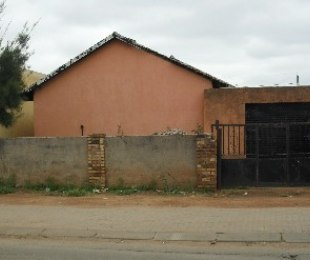 R 695,000 - 3 Bed House For Sale in Elindinga
