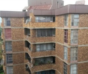 R 510,000 - 2 Bed Flat For Sale in Pretoria - North of Magaliesberg