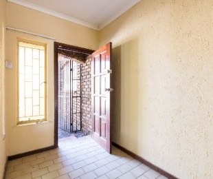 R 2,650,000 - 4 Bed Property For Sale in Sunninghill
