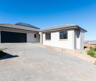 R 2,200,000 - 3 Bed Property For Sale in Hartenbos