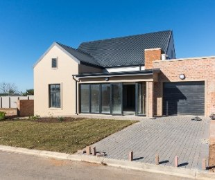 R 1,750,000 - 2 Bed House For Sale in Hartenbos