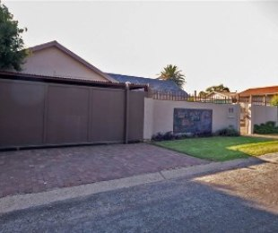 R 1,650,000 - 4 Bed Property For Sale in Brackendowns