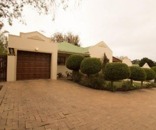 R 1,750,000 - 2 Bed Home For Sale in Uitzicht