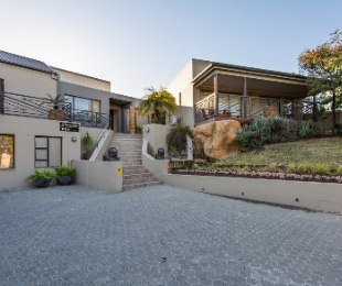 R 5,820,000 - 9 Bed Guest House For Sale in Oudtshoorn North