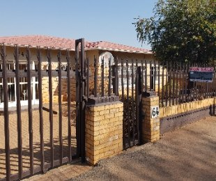 R 1,190,000 - 3 Bed Home For Sale in Crosby