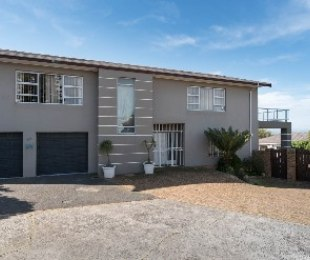 R 5,100,000 - 11 Bed House For Sale in Loevenstein