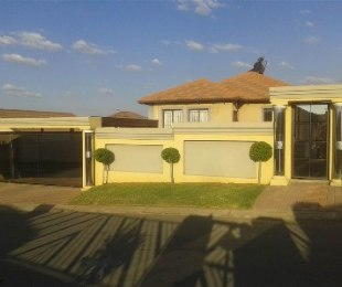 R 880,000 - 3 Bed Property For Sale in Olievenhoutbos