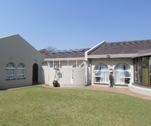 R 1,850,000 - 5 Bed Home For Sale in Jim Fouchepark