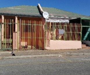 R 990,000 - 6 Bed Property For Sale in Malvern