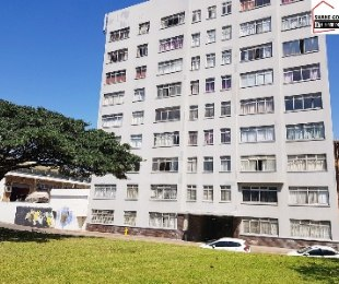 R 550,000 - 1 Bed Flat For Sale in North Beach