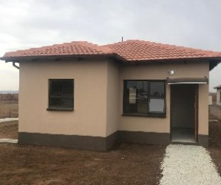 R 690,000 - 3 Bed Home For Sale in Klippoortje
