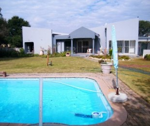 R 800,000 - 4 Bed Property For Sale in Flamingo Park