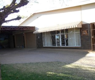 R 895,000 - 5 Bed House For Sale in Jan Cillierspark