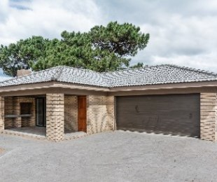 R 1,765,000 - 3 Bed House For Sale in Reebok
