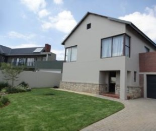 R 18,000 - 3 Bed Home To Rent in Carlswald North