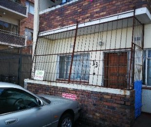 R 400,000 - 1 Bed Apartment For Sale in Parow