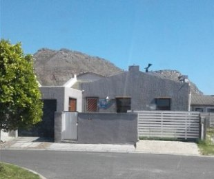 R 1,300,000 - 3 Bed House For Sale in Costa Da Gama