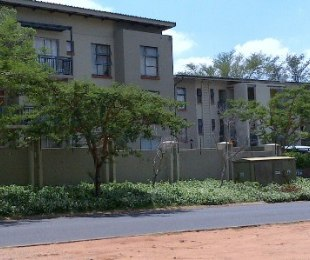 R 5,000 - 2 Bed Apartment To Rent in Geelhout Park