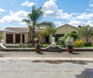 R 1,250,000 - 3 Bed House For Sale in West Bank