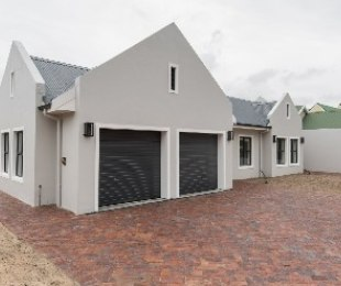 R 3,620,000 - 4 Bed House For Sale in Zevendal