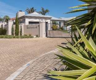 R 2,595,000 - 3 Bed Property For Sale in Sonstraal Heights
