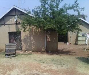 R 750,000 - 4 Bed Property For Sale in Meredale