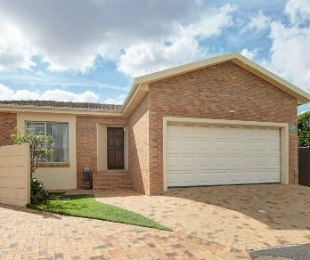R 2,295,000 - 3 Bed Home For Sale in Sonstraal Heights