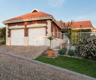 R 2,450,000 - 3 Bed Home For Sale in Helena Heights