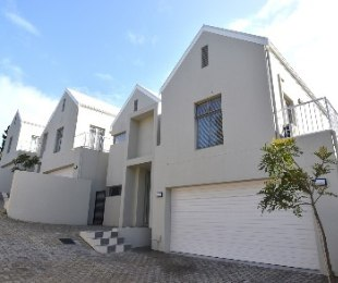 R 3,695,000 - 3 Bed House For Sale in Aurora