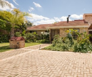 R 1,695,000 - 4 Bed Home For Sale in West Bank