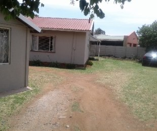 R 990,000 - 3 Bed House For Sale in Klopperpark
