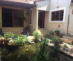R 2,300,000 - 3 Bed Property For Sale in Witkoppen