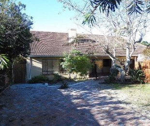 R 16,000 - 3 Bed House To Rent in Meadowridge