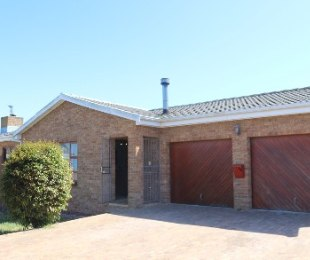 R 2,499,000 - 3 Bed House For Sale in Sonstraal Heights