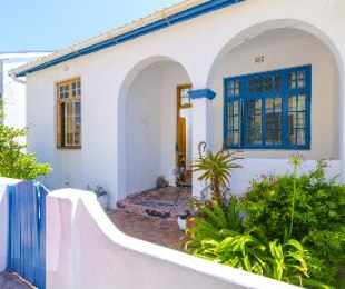R 2,200,000 - 2 Bed House For Sale in Muizenberg