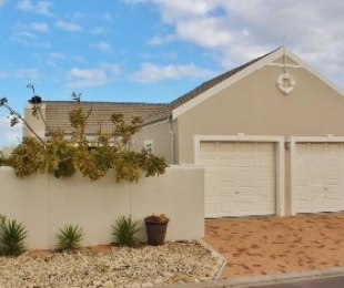 R 2,090,000 - 3 Bed House For Sale in Sunningdale