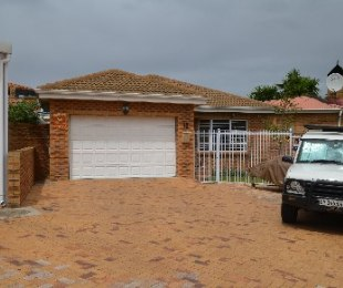 R 1,895,000 - 2 Bed Property For Sale in The Crest