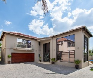 R 5,880,000 - 4 Bed Home For Sale in Woodmead
