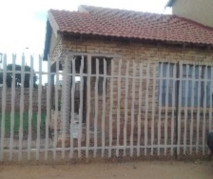 R 650,000 - 4 Bed Property For Sale in Toekomsrus