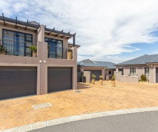 R 1,925,000 - 3 Bed Property For Sale in Langeberg Ridge