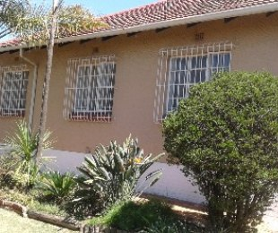 R 880,000 - 2 Bed House For Sale in Primrose