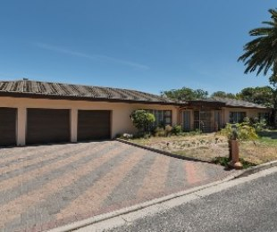 R 3,280,000 - 4 Bed House For Sale in Panorama