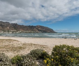 R 795,000 - 3 Bed House For Sale in Gordon's Bay Central