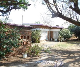 R 935,000 - 4 Bed House For Sale in Jan Cillierspark